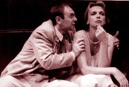 Ivana Chýlková a Pavel Kikinčuk v inscenaci Heda Gablerová.