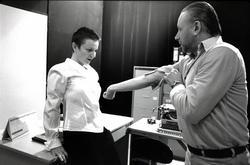 V režii Blažeje Ingra hrají Marta Chmelová-Vítů, Lenka Valachová a Jan  Mazák (Foto divadlo Na zábradlí)