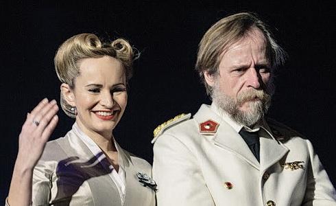 Evita - Monika Absolonov� a Karel Roden