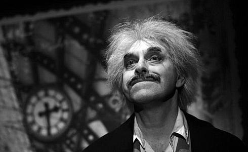 Miroslav Táborský (Albert Einstein) v inscenaci Relativita