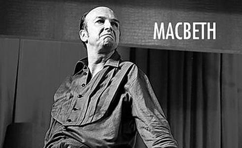 Jan Vondráček v titulní roli Macbetha