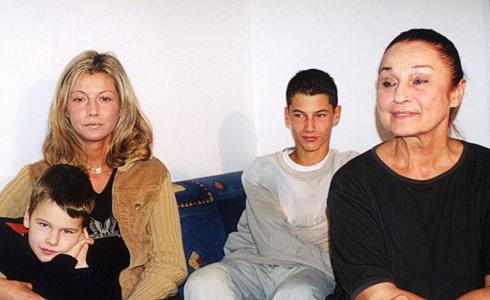 Potomci slavných - Miloš Kopecký - J. Kopecká s rodinou