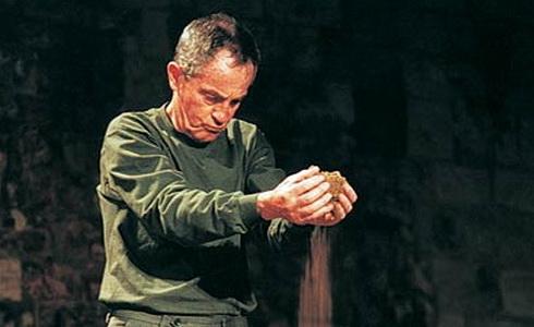 Jan Tříska v titulní roli inscenace Král Lear