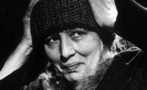 Dana Medřická v inscenaci Kočičí hra