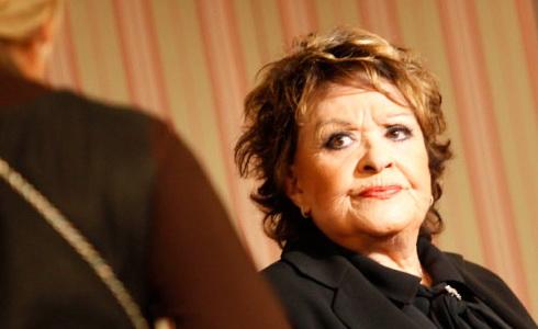 Jiřina Bohdalová (Paní plukovníková)