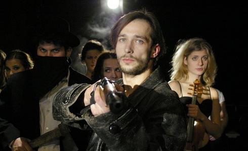 Z inscenace Balada pro banditu - Divadlo Husa na provázku