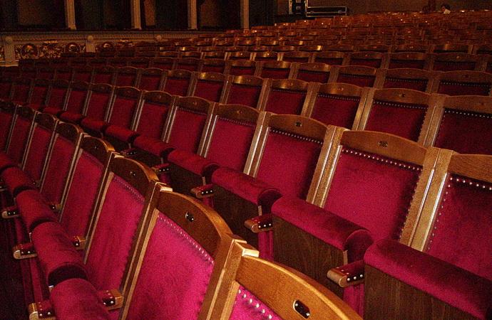 Sedadla v hledišti DnV