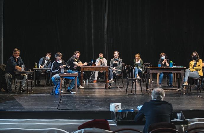 Herci na zkoušce hry Tři veteráni (režisér Petr Novotný HP)