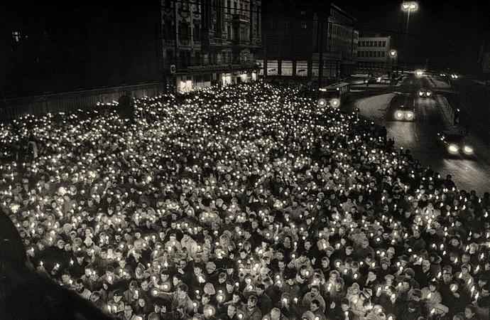 Náměstí Republiky před divadlem po 17. listopadu 1989