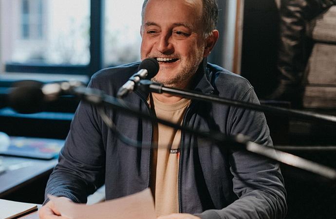 Jakub Špalek při vysílání Rádia Kašpar