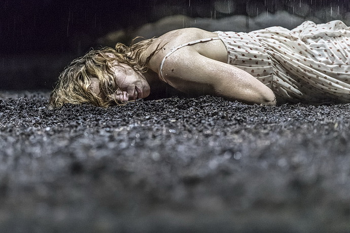 Billie Piper (Yerma)