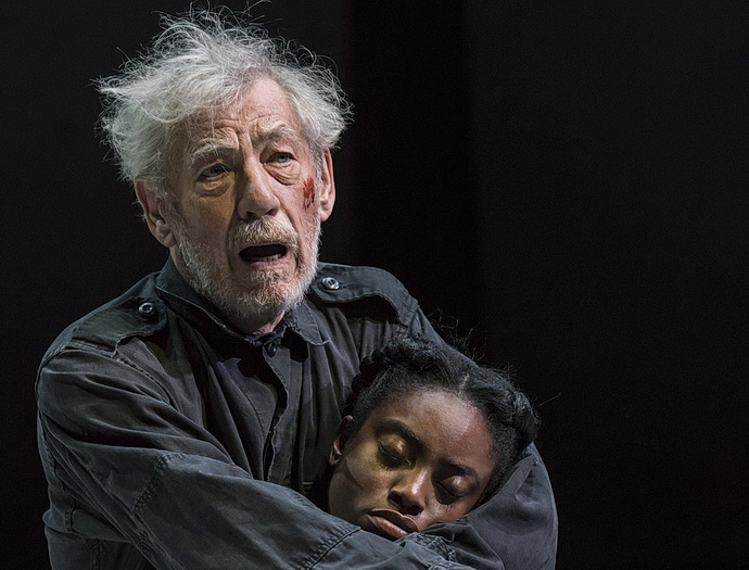 Ian McKellen a Anita-Joy Uwajeh (Foto: Johan Persson)