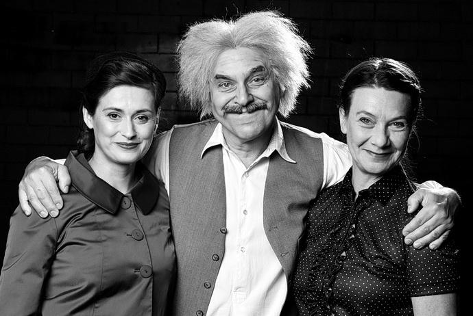 L. Štěpánková, M. Táborský a K. Táborská (Relativita)