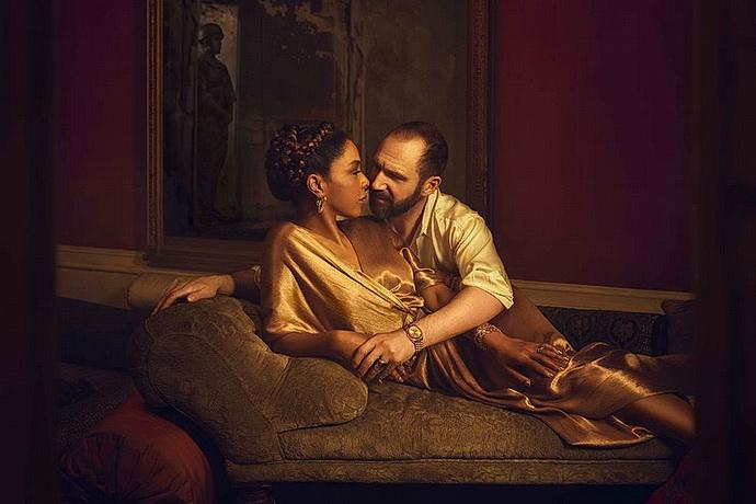 Ralph Fiennes a Sophie Okonedo
