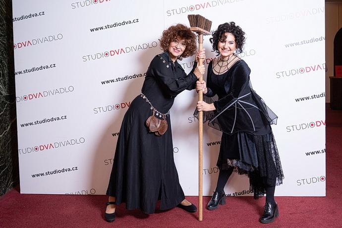 Petra Černocká a Vendula Příhodová (Saxana)