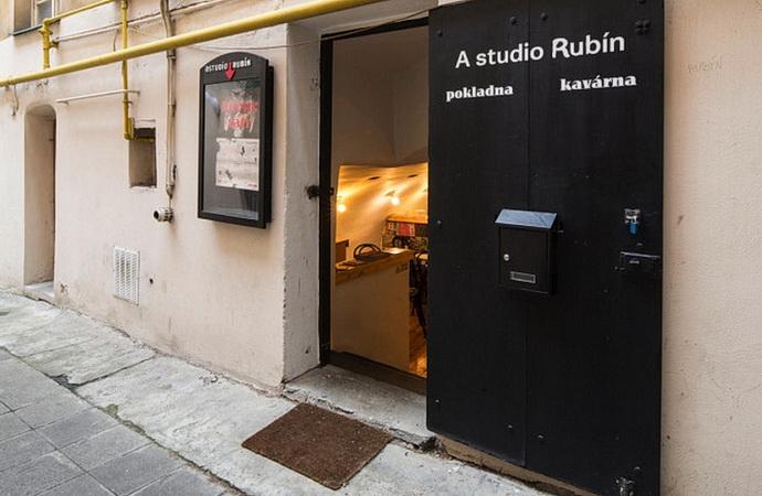 A studio Rubín