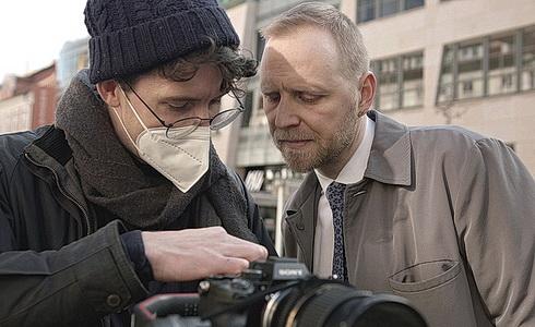 Daniel Špinar při natáčení (vpravo)