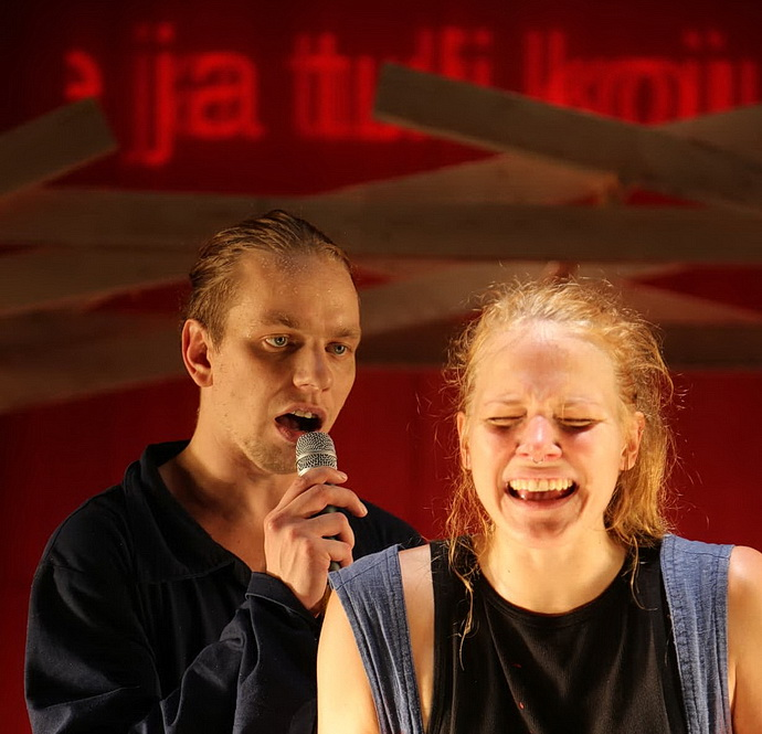 Teatr NO99 - Revoluce (Foto: Ojasoo)