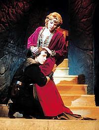 Z. Studénková (Královna) a J. Ledecký (Hamlet) (Foto archiv divadla Kalich)