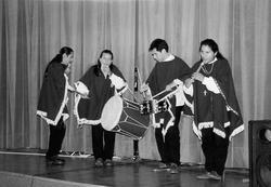 Andští hudebníci na oficiálním vystoupení (1995) (Foto J. Jetmarová)