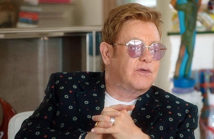 Elton John: bez cenzury