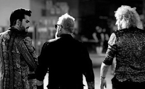 Přebal alba Queen: Live Around The World (Adam Lambert)