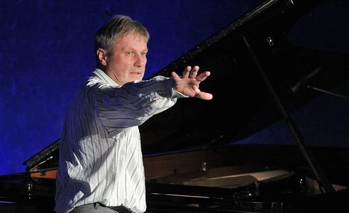Zdenek Merta u klavíru