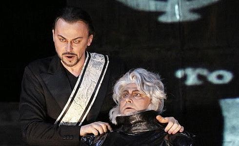 �tefan Koc�n (Mefistofeles) a Daniel Magdal (Faust)