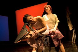Andrea Priechodska jako Eleonora a Marika Zakova jako Matka