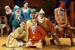 Z inscenace baletu Sněhurka a sedm trpaslíků