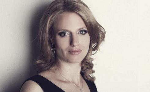 Klav�ristka Veronika B�hmov�