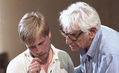 Leonard Bernstein učí mladé hudebníky