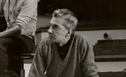 Herbert von Karajan (Karajan řídí devátou)