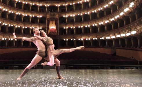 Michal Kr�m�� a Nela Mr�zov� v Teatro Massimo Bellini