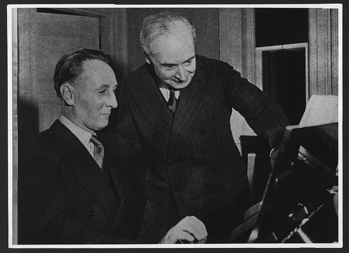 Bohuslav Martinů (vlevo)