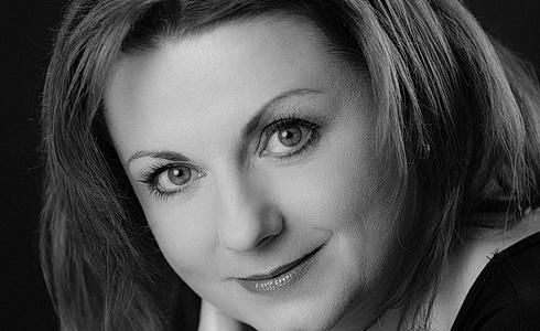 Lenka Kavalová na obálce HR12