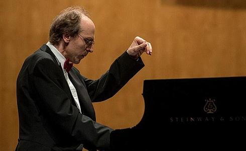 Klavírista Igor Ardašev