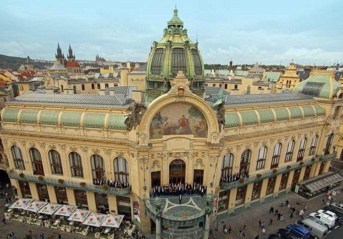 Orchestr FOK na balkoně Obecního domu