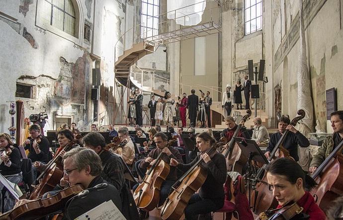 Kdokoli s orchestrem FOK