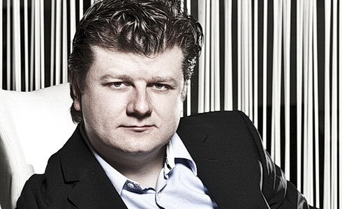 Hornista a dirigent Radek Babor�k