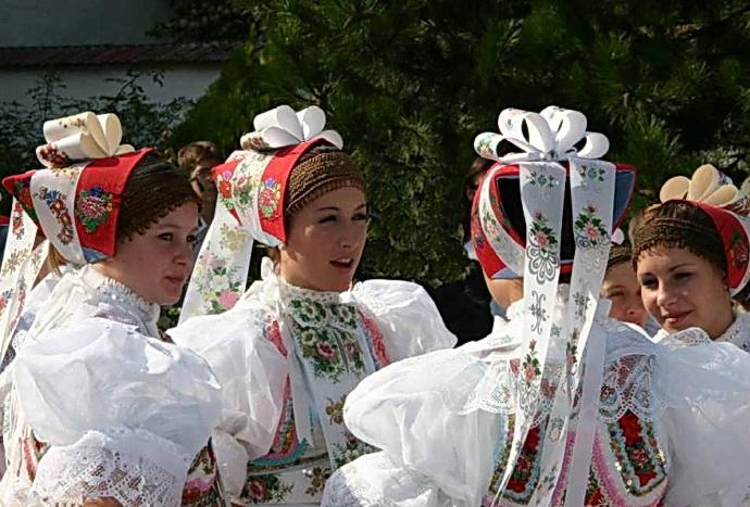Sváteční kroj z Dolních Bohanovic (Zdroj: F. Synek)