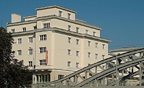 Ústřední budova Knihovny města Ostrava