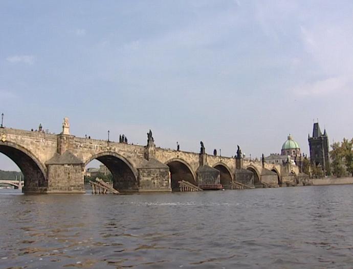 Most mezi kýčem a mystikou