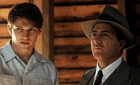 L. Dean a D. Hoffman (Billy Bathgate)