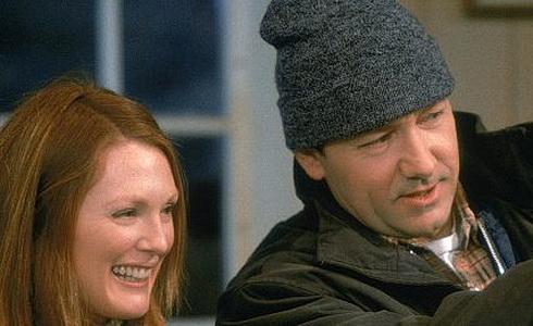 Julianne Mooreová a Kevin Spacey (Ostrovní zprávy)