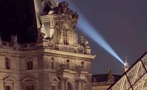 Noc v Louvru