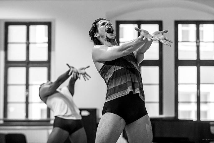 Zákulisí Baletu ND: Tanečníci Baletu ND při zkoušce