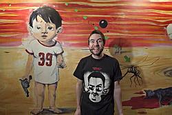 Milan Cais se svým obrazem ve Švandově divadle