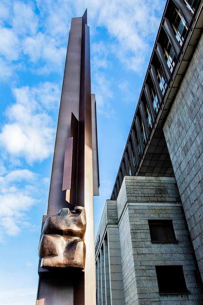 Palachův pylon před Novou bodovou Národního muzea