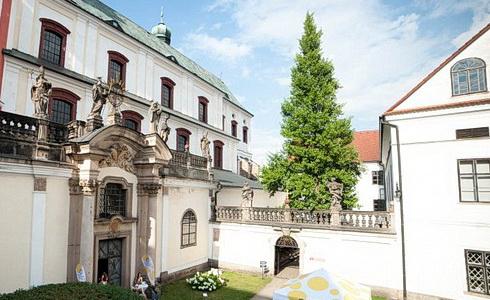 Kostel sv. Vojtěcha, Broumov (Foto: Jakub Šleis)